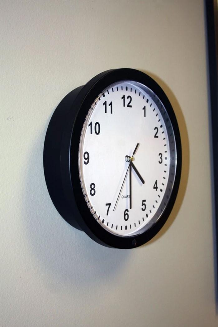 22. Wall clock