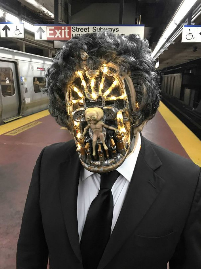 #17 An Arquillen From Men In Black In NYC