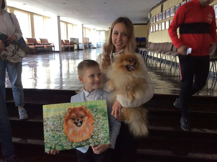 Families provide photos of their pets and share stories of how they found each other and Oavel uses the photos and stories as inspiration.
