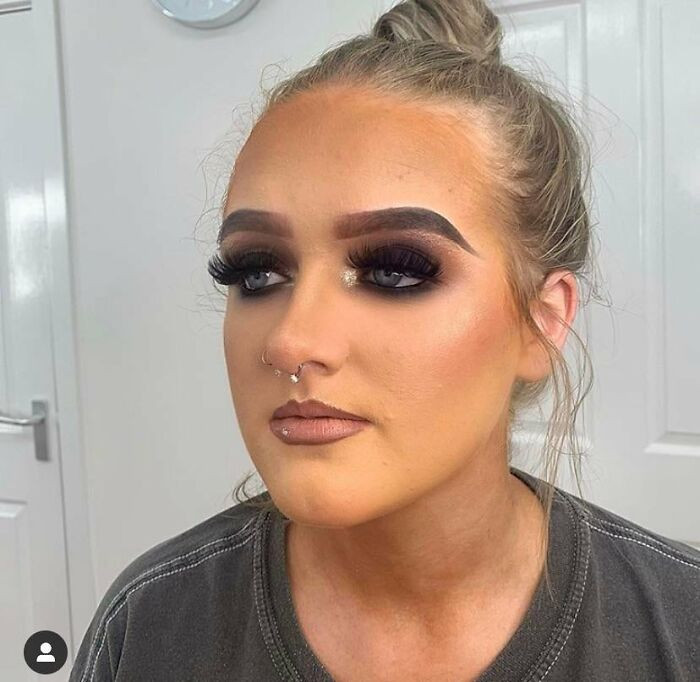 15. The Foundation Match... Look At Her Hair Line!!!! The Brows Are Literal Caterpillars!
