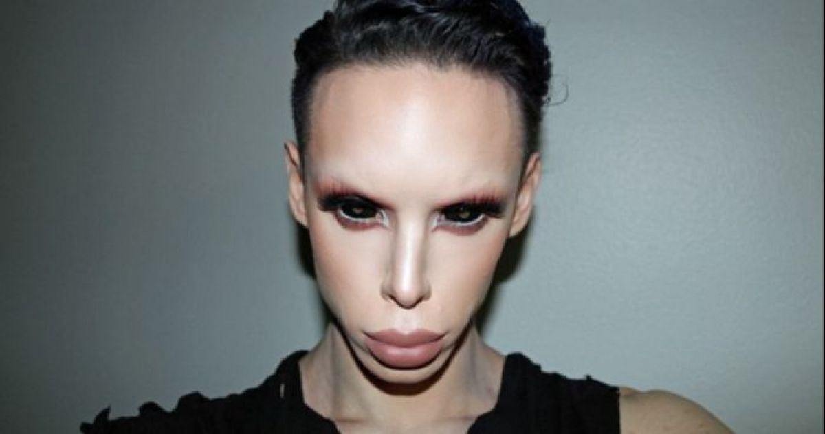 Man Wanted To Become a Genderless Alien So He Spent $50,000 On His Appearance