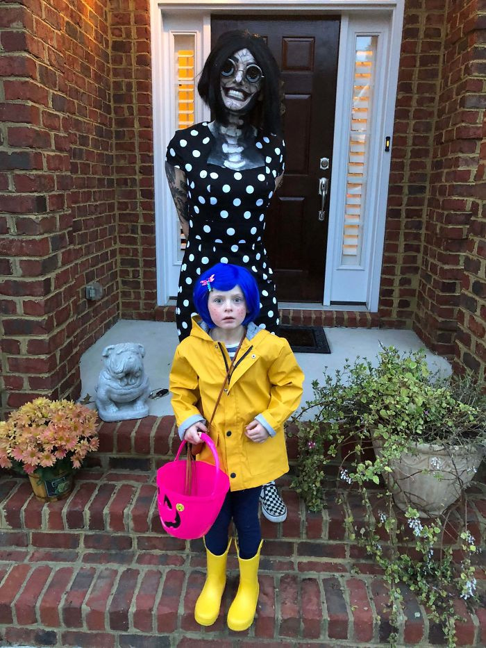 #12 My 6 Year Old Sister Wanted To Be Coraline For Halloween And For Me To Accompany Her As The Other Mother. Here Is Our Result!