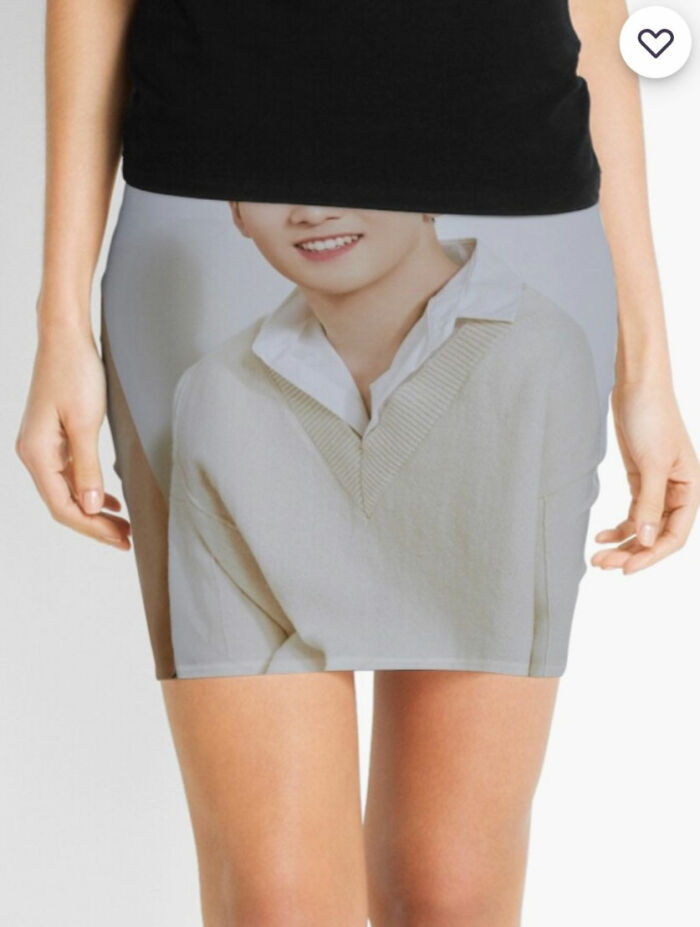 2. A skirt with a face