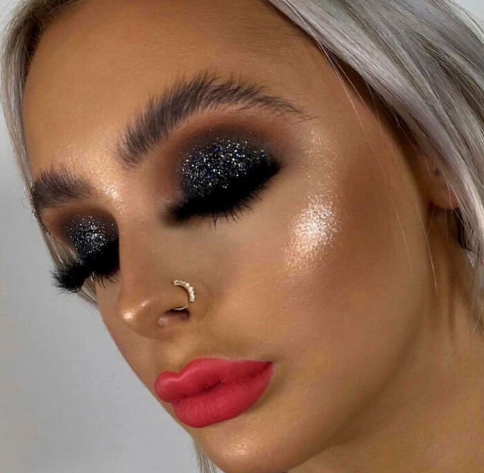 38. The Brows And The Shade Of The Foundation Is Awful And It Looks Like A Mess. She Looks Like She Was Slapped With Mud And Her Makeup Was Done By Krusty The Clown